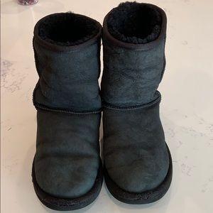 GUC Classic Short Black UGG Boots